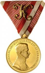 Figure 20: 1917 Gold Officer Bravery Medal on war ribbon. Image courtesy of Dorotheum