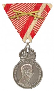 Figure 22: 1917 Silver Military Merit Medal on war ribbon with swords. Image from authors archive