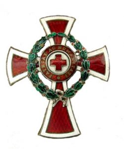 Figure 23: Red Cross Decoration officer cross with war decoration. Image courtesy of Dorotheum