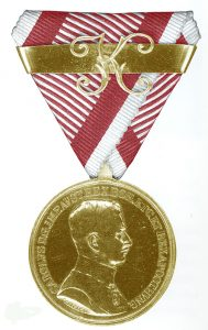 Figure 5: Karl Officer Gold Bravery Medal, with second award bar. Image from the author's archive.