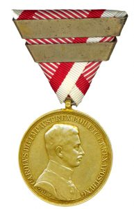 Figure 4: Karl Gold Bravery Medal, with third award bar. Image from the author's archive