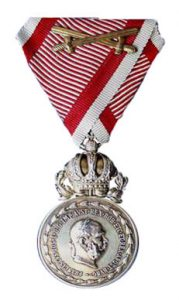 Figure 4: Great Military Merit Medal Signum Laudis), with swords,1916-1917. Image from the author's archive.