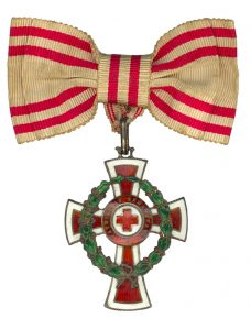 Figure 12: Red Cross Decoration with war decoration, second class on bow as awarded to women. Image from the author's archive.