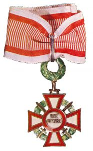 Figure 4: Military Merit Cross Second Class with war decoration and swords and a second award of the war decoration. Image attributed to Vaclav Mericka, Orden Und Ehrenzeichen, Anton Schroll & Co