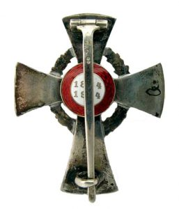 Figure 3: Red Cross Officer Cross, Type II reverse. Image form the author's archive.