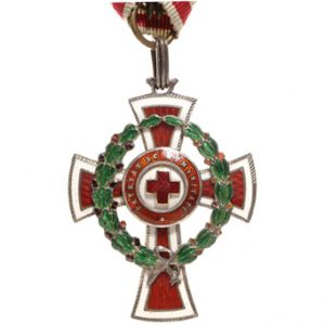 Figure 1: Red Cross Decoration with war decoration, second class, Image courtesy of Dorotheum