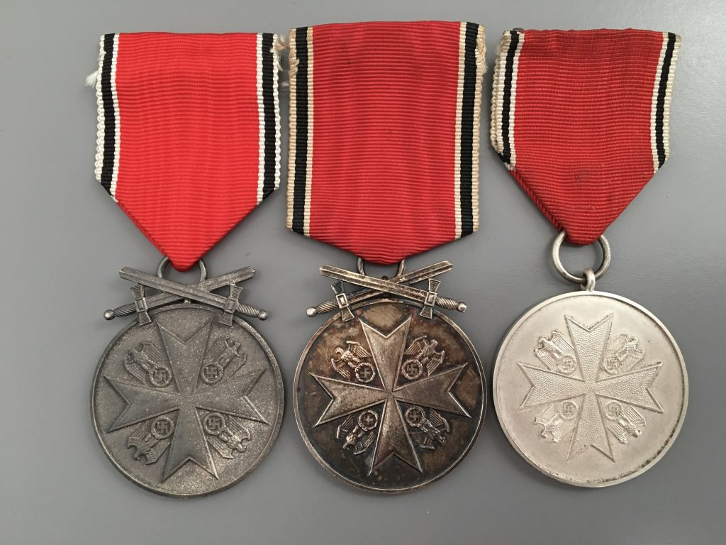 Figure 7: Avers of the Merit Medal to the right in comparison to the medals with swords of the Vienna (right) and Berlin mint (middle)