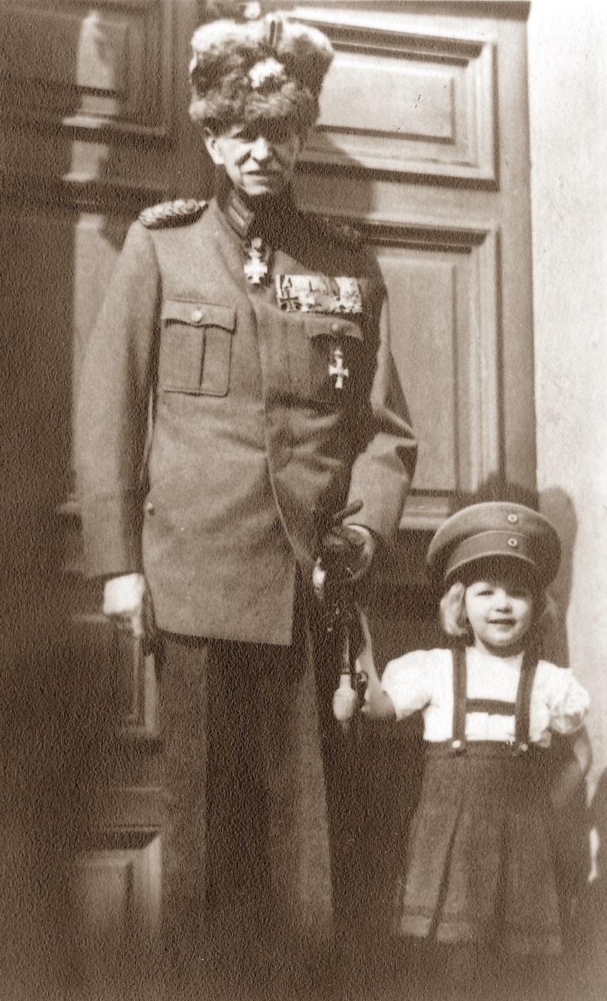 Figure 2: Prinz Heinrich Prinz von Schönburg-Waldenburg wearing his medal bar